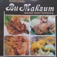 Photo taken at Warung Bu Maksum by Melinda G. on 1/12/2012