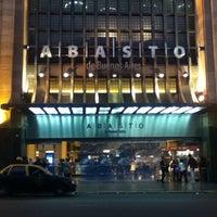 Foto tomada en Abasto Shopping por Luis O. el 3/29/2012