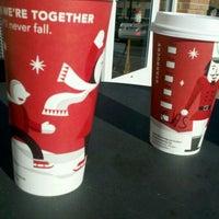 รูปภาพถ่ายที่ Starbucks โดย Tammie W. เมื่อ 11/2/2011