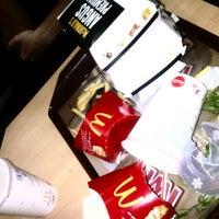 Foto tomada en McDonald's por Corina I. el 8/14/2012