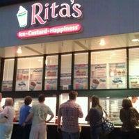 Photo taken at Rita's Water Ice by Rokas B. on 8/14/2011