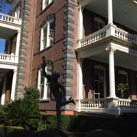 Снимок сделан в Calhoun Mansion пользователем Lynda B. 12/14/2011