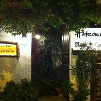 8/2/2012 tarihinde Mert K.ziyaretçi tarafından Hideaway Bar & Cafe'de çekilen fotoğraf