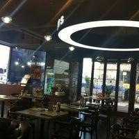 Photo taken at Starbucks by 규현 강. on 11/15/2011