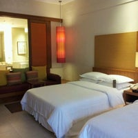 Photo taken at Sheraton Hua Hin Resort & Spa by Peeteepon W. on 4/21/2012