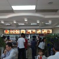 Photo taken at McDonald's by Antonio Carlos R. on 8/31/2012