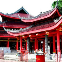 Photo taken at Sam Poo Kong Temple (Zheng He Temple) by JOEWANA on 5/27/2011