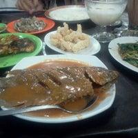 Photo taken at Seafood tiga dara Marrakash by AsevDoctor46 on 5/28/2012