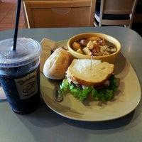 รูปภาพถ่ายที่ Panera Bread โดย Ika B. เมื่อ 4/27/2012