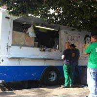 Photo taken at Endless Summer Taco Truck by Alessandro T. on 9/11/2012