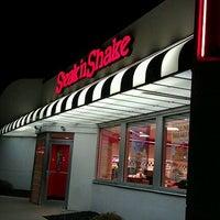 Photo taken at Steak 'n Shake by Yun T. on 11/3/2011