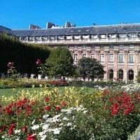 Foto tirada no(a) Jardin du Palais Royal por Andrey U. em 8/20/2011