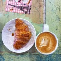 Foto tomada en Le Rêve Bakery & Café por Jane F. el 5/11/2012