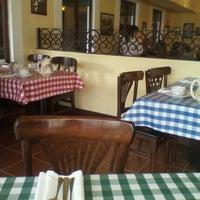 Foto tomada en Italianni's Pasta, Pizza & Vino por Antonio F. el 9/30/2011