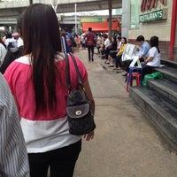 รูปภาพถ่ายที่ Van Station รังสิต - ปากเกร็ด (Rangsit - Pak Kret) โดย Dekgayrey K. เมื่อ 6/5/2012