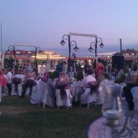 Photo taken at Salon Bahçesaray by Ilhan c. on 9/2/2012