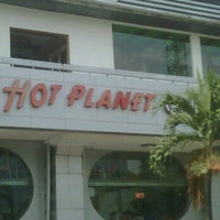 Photo taken at Hot Planet by Rully T. on 10/14/2011