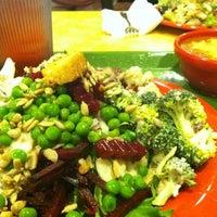 Photo taken at Sweet Tomatoes by Yasiris F. on 1/25/2012