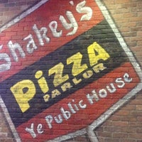 Photo taken at Shakey's Pizza Parlor by Marie Antoinette on 1/27/2012