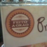 Foto tirada no(a) Café Feito a Grão por Alex R. em 1/23/2012