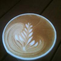 11/17/2011 tarihinde David B.ziyaretçi tarafından Oslo Coffee Roasters'de çekilen fotoğraf