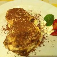 Photo taken at Pizzeria Limoncello by Gee C. on 4/24/2011