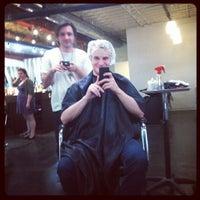 Photo prise au Melrose & McQueen Salon par Kyle V. le3/21/2012