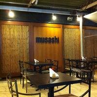Foto tirada no(a) Musashi Culinária Japonesa por Felipe P. em 8/24/2011