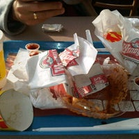 Photo taken at Wendy's by Analies P. on 3/25/2012