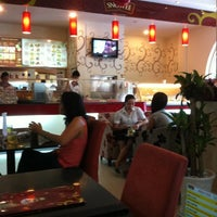 Photo taken at Cafe Nắng Khuya by Hải Đ. on 5/4/2011