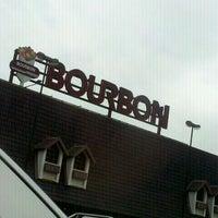 Foto tirada no(a) Bourbon Hipermercado por Felipe F. em 9/7/2011