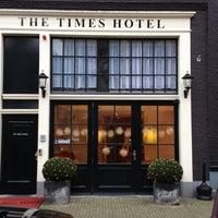 Foto tomada en Hotel The Times por Paul L. el 12/27/2011