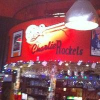 Foto tomada en Charlie Rockets por Tim V. el 12/23/2011