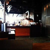 Das Foto wurde bei LeVeL 33 Craft-Brewery Restaurant & Lounge von SUPERADRIANME am 11/9/2011 aufgenommen