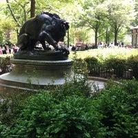 4/21/2012 tarihinde Casey R.ziyaretçi tarafından Lion Crushing a Serpent'de çekilen fotoğraf