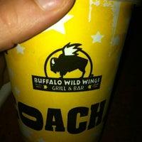 Photo prise au Buffalo Wild Wings par Jen D. le8/5/2012