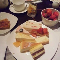 Photo taken at Hilton Tokyo by Azusa kurimori on 2/25/2012