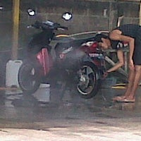 Photo taken at Dinar car wash by Dicky P. on 5/22/2012