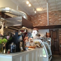 Foto diambil di Le Salbuen Cafe Market oleh Liz O. pada 9/8/2012