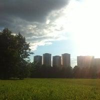 6/30/2012 tarihinde Diana Z.ziyaretçi tarafından Парк Олимпийской деревни'de çekilen fotoğraf