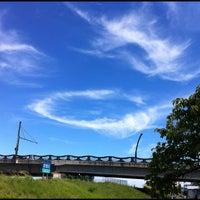 Photo taken at 安倍川右岸堤防静岡大橋付近 by chida3 on 8/21/2012