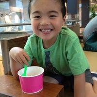 Photo taken at Twinkles Frozen Yogurt by Troy H. on 5/5/2012