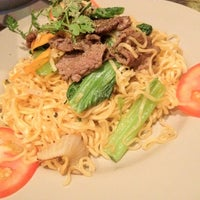 Photo taken at The Journey Cafe by Jenz Ngân Ngân on 8/3/2012