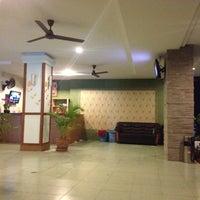 Снимок сделан в Emerald Hotel пользователем Dog T. 7/7/2012