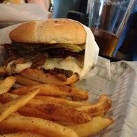 Das Foto wurde bei Killer Burger von Andrew H. am 7/11/2012 aufgenommen