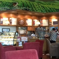 Photo taken at The Coffee Bean & Tea Leaf by Reggy T. on 3/21/2012