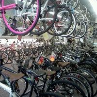 Foto diambil di Rudy's Schwinn Cycle & Fitness oleh Tanakila pada 6/19/2012