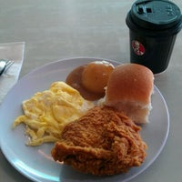 Photo taken at Kentucky Fried Chicken (KFC) by Dane Alexander L. on 3/17/2012