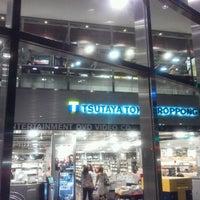 Das Foto wurde bei Tsutaya Tokyo Roppongi von SIVA am 8/24/2012 aufgenommen