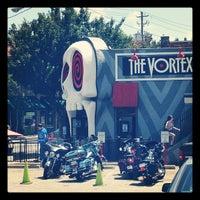 8/5/2012 tarihinde Jennifer C.ziyaretçi tarafından The Vortex Bar & Grill'de çekilen fotoğraf